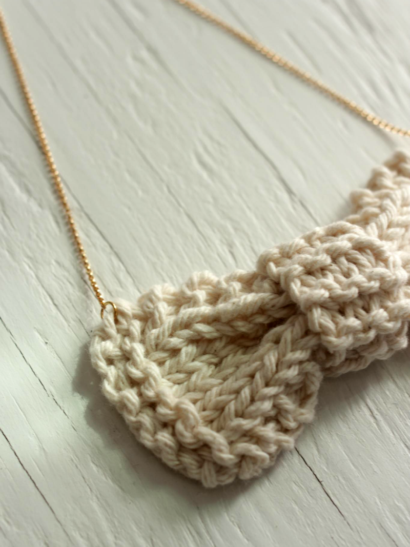 bowtie necklace beige