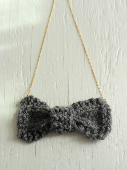 grey bow necklace knit