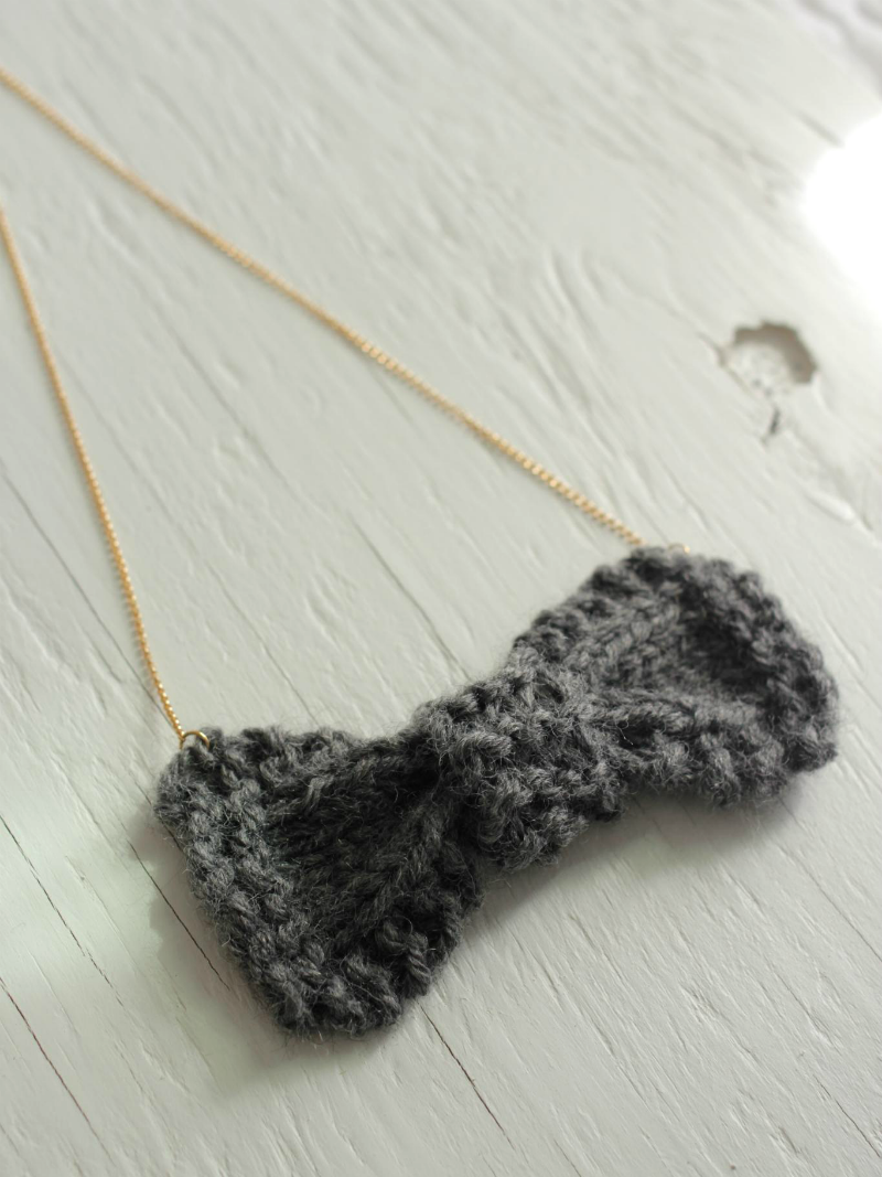 hand knit bow necklace