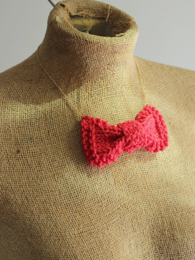 red knit bow necklace