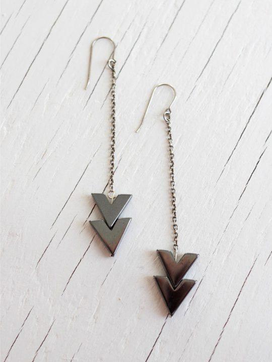 chandelier drop earrings with arrow
