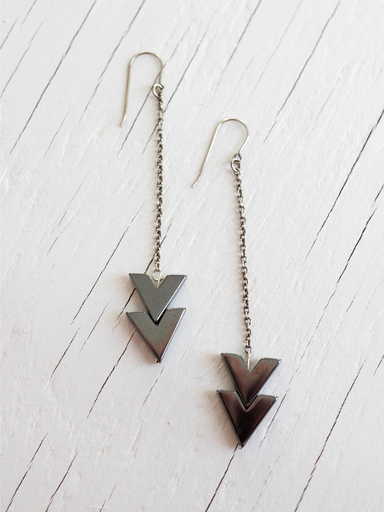 chandelier drop earrings with arrow