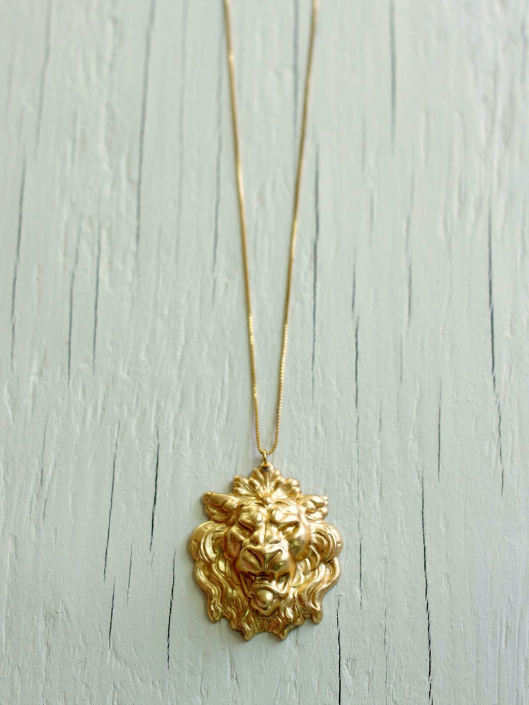 gold lion necklace game of thrones
