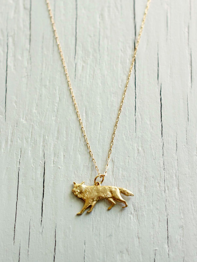 gold wolf necklace game of thrones